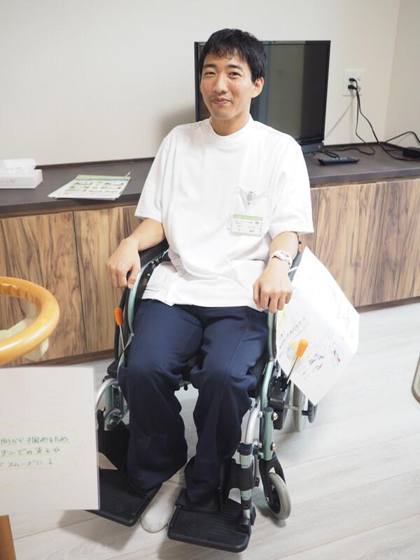 車椅子の使い方を実演