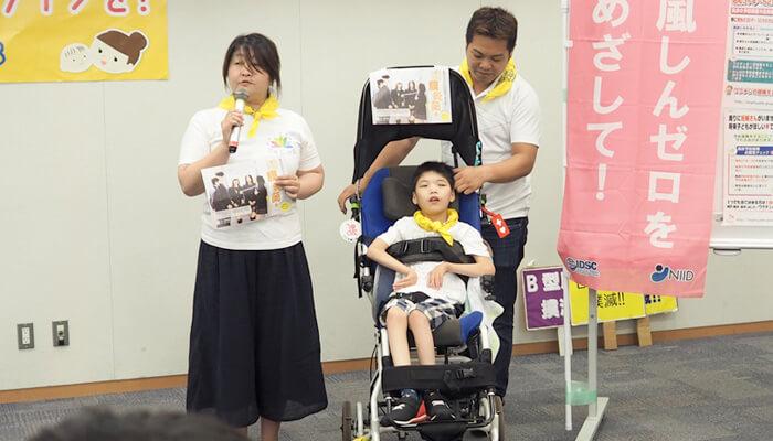 「細菌性髄膜炎から子どもたちを守る会」の田中さんが講演する様子